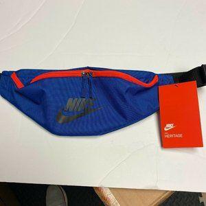Nike Heritage Adjustable Strap Zipper Fanny Bag